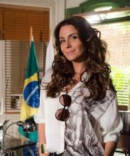 <!--:pt-->A camisa branca com estampa de São Jorge da delegada Helô<!--:-->