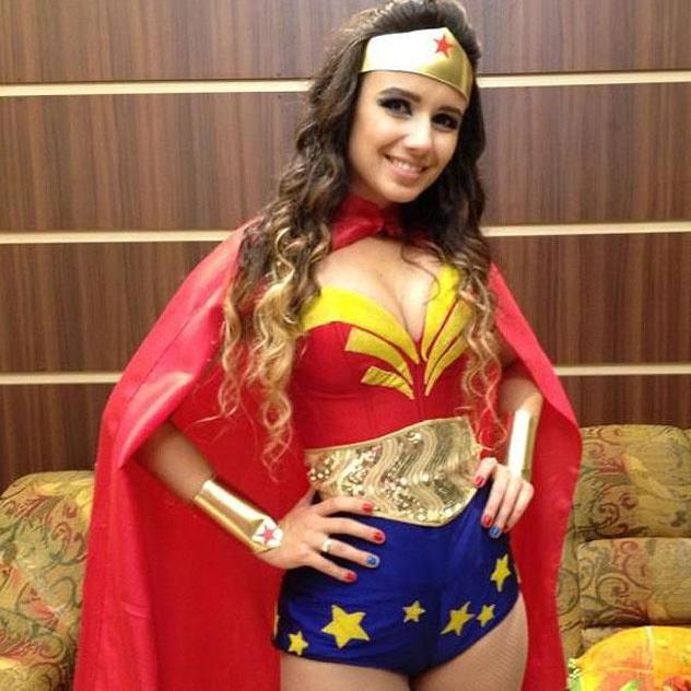Paula Fernandes de Mulher Maravilha