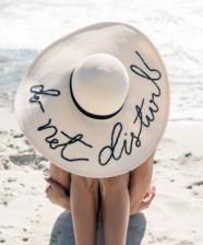 Customize o seu chapéu e arrase na praia!
