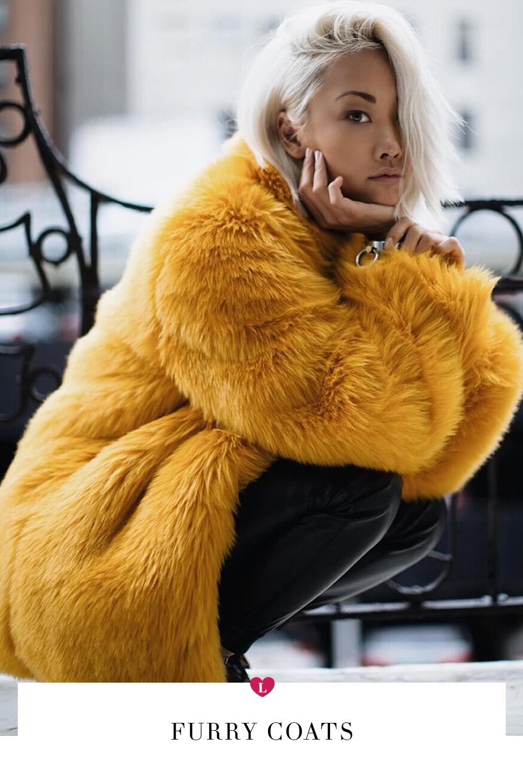 Meninas, já repararam como as fashionistas gostam de apostar em peças  statement para destacar os looks  Até as fãs de minimalismo sempre investem  em alguns ... 9ced7b30ce