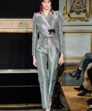 Ideias de look black tie com terno direto da semana couture de Paris primavera 2019