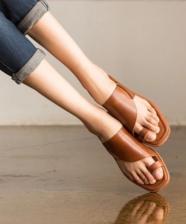 Conforto e estilo: a sandália do verão 2020 é super minimal chic!