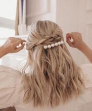 Tendência: acessórios de pérola para o cabelo