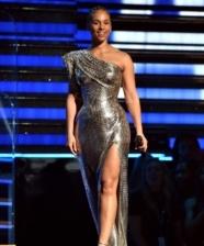 5 tendências moda festa direto do tapete vermelho do Grammy!
